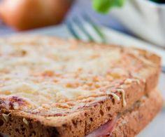 Il croque monsieur, sandwich di origine francese, viene ormai preparato in tutto il mondo.