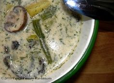 Saure Kartoffel-Pilz-Suppe mit Bohnen