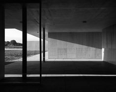 Vernacular & Modern, Joachim Brohm, Mies Model Study (Goflclub), 2013-2014