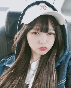 A imagem pode conter: 1 pessoa, chapéu e close-up Pretty Asian Girl, Cute Korean Girl, Cute Asian Girls, Cute Girls, Korean Beauty Girls, Asian Beauty, Korean Image, Choi Hee, Close Up