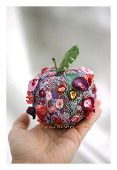 amazing textile embroidery from Tatyana Bushmanova