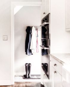 When you're low on space, use the wall!  #mudroom #entryway #neatlittlenest #organizedhome #intentionalhome #konmari #decluttering #hunterboots #rainboots #aprilshowerbringmayflowers #organizing #tidying #curatedcloset #organizingtips #homedecor #homedecorideas Organization, Keep It Cleaner, Mudroom Organization, Storage Design, Organization Hacks, Entry Organization, Konmari, Declutter, Life Organization