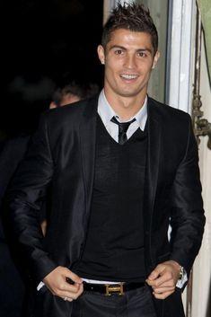 Cristiano Ronaldo - Es un fanfarron pero tiene buen gusto al elegir ropa.
