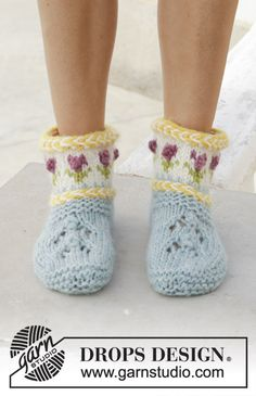 Spring Buds - Knitted slippers with Latvian cable and multi-coloured Norwegian pattern. Sizes 35 - The piece is worked in DROPS Eskimo. - Free pattern by DROPS Design Drops Design, Crochet Shoes, Crochet Yarn, Knitting Socks, Knitting Patterns Free, Free Knitting, Free Pattern, Crochet Patterns, Magazine Drops