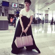 On the go again #nyc #thenewnomads #globetrotters #biggirlsbigbags #dsquared #coattiedaroundthewaiste style