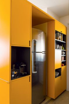 cozinha-amarelo-colorida-arquiteto-danilo-bocchini-fabiana-stuchi-marcenaria (Foto: Edu Castello/Editora Globo)