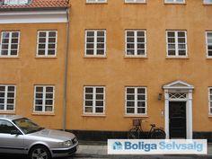 """Smyrnavej 13B, 1. tv., 2300 København S - Dejlig 90 m2 andelsbolig i """"Den Gule By"""" på Amager #andel #andelsbolig #andelslejlighed #amager #sundby #sundbyøster #denguleby #kbh #københavn #selvsalg #boligsalg #boligdk"""