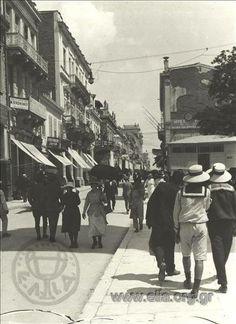 1919 ~ Aeolou street, Athens (photo: Frederic Boissonnas) #solebike #Athens #e-bike Greece Pictures, Old Pictures, Old Photos, Vintage Photos, Athens City, Athens Greece, Athens History, Greece Photography, The Old Days