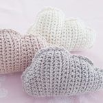 Free tutorial on how to crochet simple clouds - crochet baby - . - Free tutorial on how to crochet simple clouds – crochet baby – - Easy Knitting Projects, Knitting For Beginners, Crochet Crafts, Fabric Crafts, Baby Knitting, Crochet Baby, Knitting Patterns, Crochet Patterns, Crochet Simple