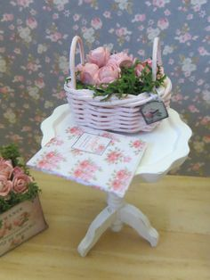 A single pot with pink roses for the Dollhouse