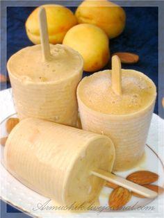 Что может быть лучше мороженого в летнюю жару…только мороженое.))Так вот,я сегодня с мороженым.)) 900 г абрикосов ¼ ст. меда 1 ст. молока 1 ст. сливок (33-35%) 3 желтка ½ ст. сахара 1-2 ч. л. ванильного сахара Нарезанные абрикосы с мёдом варить до мягкости плодов (~10…
