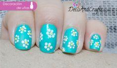 Decoración de uñas Fácil http://www.decoandcrafts.com/2013/11/diseno-facil-con-flores.html