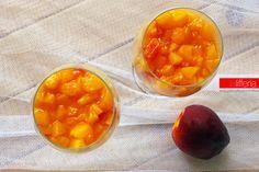 La crema di pesche in calice è un dessert veloce da preparare e molto semplice: un fresco dolce al cucchiaio per apprezzare il sapore di questo frutto.
