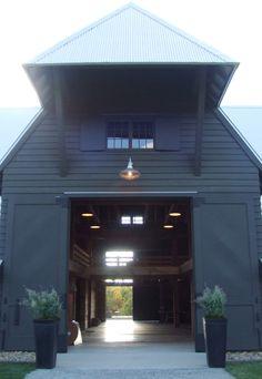 New Black Barn Door Exterior Ideas Modern Barn, Modern Farmhouse, Farmhouse Door, Contemporary Barn, Rustic Modern, Houses Architecture, Black Barn, Barn Living, Barns Sheds