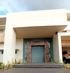 portico: Casas de estilo minimalista por AMEC ARQUITECTURA