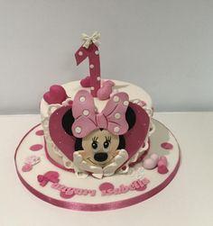 Minnie cake - cake by Donatella Bussacchetti Mickey And Minnie Cake, Minnie Mouse Birthday Cakes, Bolo Minnie, Buttercream Cake, Fondant Cakes, Mini Mousse, Quinceanera Cakes, Friends Cake, Disney Cakes
