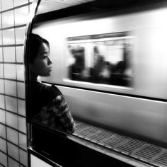 Black and White Photography – Couples Tips – B & W Photography ltd Urban Photography, Street Photography, Portrait Photography, People Photography, Black And White Portraits, Black And White Photography, U Bahn Station, Black And White City, Photos