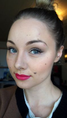 Blogger Elisa/Miten niin liikaa uses black Lumene Blueberry Waterproof Intense Liner for her perfect winged eyeliner make-up. #eyeliner #lumene