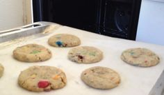 Les cookies au M&M's inspiré de chez Subway Genre, Cookies Et Biscuits, Voici, Cookie Recipes, Healthy Lifestyle, Cooking, Cooking Food, Meal, Recipes For Biscuits