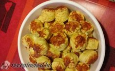 Csorvási pogácsa recept lara konyhájából - Receptneked.hu Minion, Sprouts, Cauliflower, Vegetables, Food, Cauliflowers, Essen, Minions, Vegetable Recipes