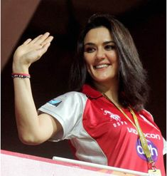 Preity Zinta has stolen many hearts with her dimpled smile & impeccable acting skills. Here are some of the pictures of Preity Zinta without makeup! Pretty Zinta, Indian Natural Beauty, 10 Picture, South Actress, Without Makeup, Indian Celebrities, Hollywood Actor, India Beauty, Dimples