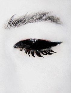 Make up Geisha Beauty Makeup, Hair Makeup, Hair Beauty, Makeup Stuff, Beauty Room, Mode Lookbook, Black White, Black Swan, Black Eyed