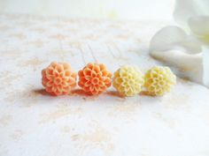 Two pairs of dahlia stud earrings, cream and peach, surgical steel posts, nature jewelry, Selma Dreams, gifts under 15 usd by SelmaDreams on Etsy