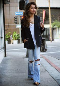 Releitura moderna de 3 grandes clássicos : t-shirt branca, jeans e blazer preto