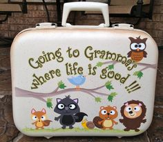 hand-painted suitcase by a crafty Grandma! (no instructions, just the inspiration) Cute Suitcases, Vintage Suitcases, Vintage Luggage, Suitcase Storage, Suitcase Decor, Painted Suitcase, Diy And Crafts, Crafts For Kids, Tole Painting