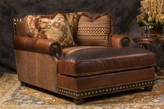 Great Rustic Sofa Design Ideas For Your Living Room 06 Western Furniture, Living Furniture, Rustic Furniture, Cabin Furniture, Furniture Design, Rustic Sofa, Southwestern Home, Ranch Decor, Western Homes