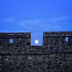 Moon on the Derry Wall    #derry #derrywalls #moon #lunar #fullmoon #winter #history #sky