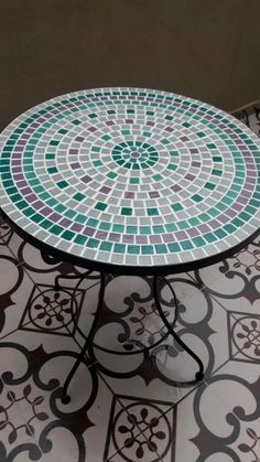 Mosaic Furniture, Painted Furniture, Mosaic Designs, Mosaic Patterns, Tile Patio Table, Mosaic Tile Art, Outdoor Tables, Outdoor Decor, Mosaic Projects