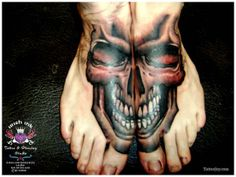 but ouch! Wicked Tattoos, Creepy Tattoos, Skull Tattoos, Foot Tattoos, Tatoos, Cool Tats, Awesome Tattoos, Gothic Tattoo, Body Modifications