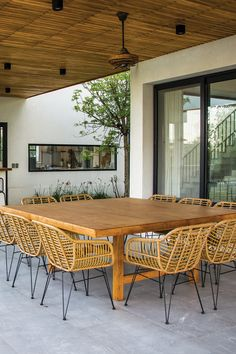 Outdoor Tables, Outdoor Decor, The Good Place, Outdoor Living, Pergola, New Homes, Outdoor Structures, Outdoor Furniture, Rustic