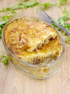muscade, poivre, oeuf, crême fraîche, lait, pomme de terre, Viandes, oignon, beurre, eau, ail, persil, bouillon, fromage râpé