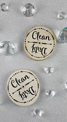 This wood dishwasher magnet is the perfect solution for knowing whether or not the dishes in the dishwasher are clean. The real wood magnet is great for rustic or farmhouse decor.