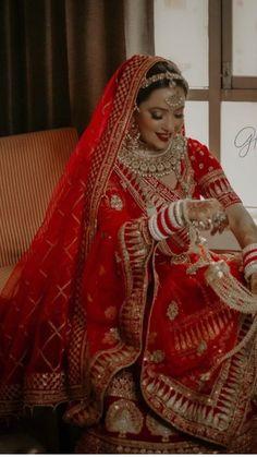 Best Indian Wedding Dresses, Indian Bridal Outfits, Indian Bridal Fashion, Indian Bridal Wear, Indian Fashion Dresses, Lehenga Choli Wedding, Wedding Lehenga Designs, Designer Bridal Lehenga, Indian Bridal Lehenga