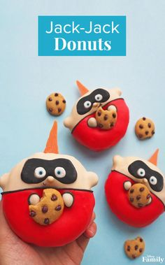 These super-adorable Jack-Jack donuts 🍩 are here to save the day from boring desserts! More incredible donut recipes over on our story! Incredibles Birthday Party, Disney Incredibles, Disney Pixar, Disney Desserts, Cute Desserts, Disney Recipes, Disney Inspired Food, Disney Food, Oil Based Food Coloring