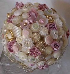 Another nice button bouquet - they seem to work best when you add in other stuff like fabric flowers, beads etc.