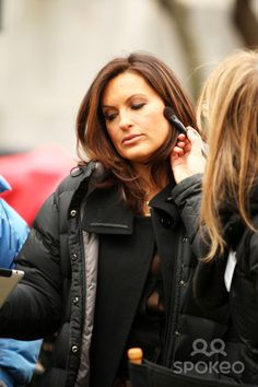 Mariska getting a touch up between takes. So gorgeous, my god....