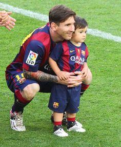 Barcelona Players, Barcelona Football, Fc Barcelona, Xavi Hernandez, Leonel Messi, Players Wives, Soccer Players, Messi 2015, Soccer Boys