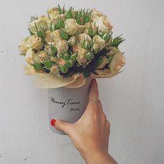 Малая коробка с кустовыми розами.
