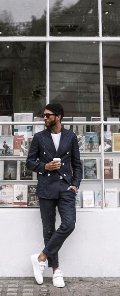 Chic and effortless, suit with sneakers combination is exactly what men love to style to work right now! 11 dapper suit with sneakers ideas for men to try! Dapper Suits, Mens Suits, Groomsmen Suits, Mens Fashion Blog, Latest Mens Fashion, Man Fashion, Suits And Sneakers, Sneakers Fashion, Fitness Gifts