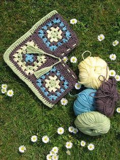 crochet poncho tutorial - so cute! I'm just loving the colors!