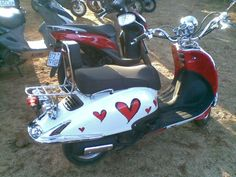 I really love this scooter... IT'S SO CUTE  =)