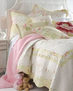 Cute Girl's Room. Like the Quilt........