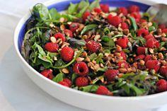 Anne's hyggested: Salat med hindbær, nødder og kerner