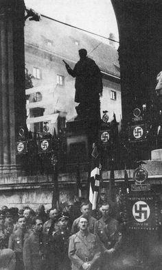 Adolf Hitler at Feldherrnhalle
