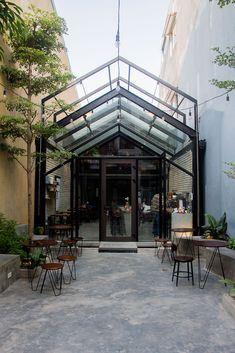 Image 4 of 29 from gallery of Brewman Coffee Concept / 85 Design. Photograph by To Huu Dung Store Concept, Cafe Concept, Small Coffee Shop, Coffee Shop Design, Outdoor Cafe, Outdoor Restaurant, Modern Restaurant, Design Café, House Design