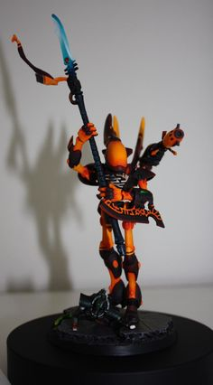 Warhammer Eldar Wraithseer, these are amazing models, and I really like the pose on this one Warhammer Eldar, Warhammer Figures, Warhammer Models, Warhammer Fantasy, Pokemon, Wood Elf, High Elf, Miniture Things, The Elf